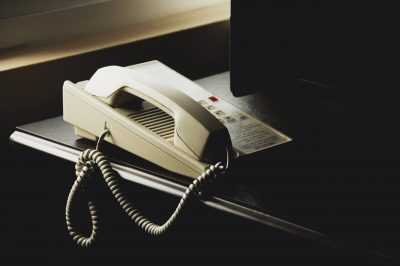 伝統的な電話業務のイメージ画像
